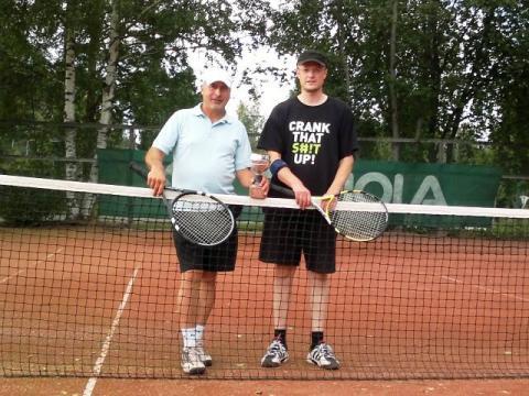 4-pelin mestarit Jorma Seppä ja Jaakko Kuntsi.