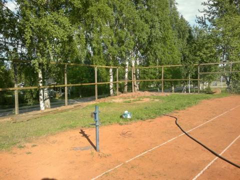 Nyt ei pallot karkaile tenniskentällä!