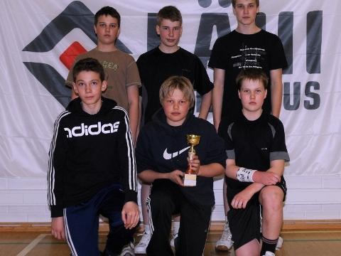 Juniorisarjan sulispeleihin osallistuivat takana vasemmalla, Jesse Heinonen, Hannes Tervonen ja Niklas Heinonen ja edessä Jukka Iivari, Kalle Elfving ja Jouni Väkiparta.